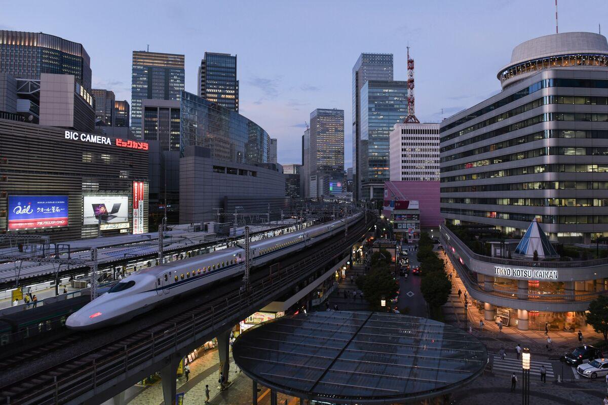 BOJ Considers Changing Inflation Forecasts Over Travel Program