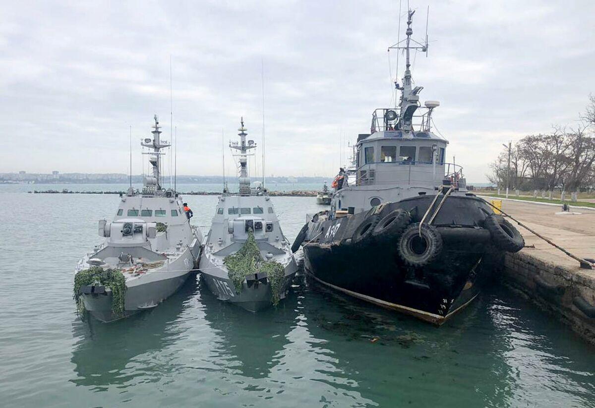 Russia Returns Seized Ukrainian Ships Ahead of 4-Way Summit