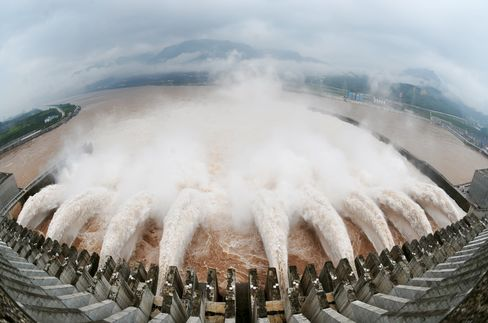 Three Gorges Dam Opens Sluices to Refill China's Yangtze