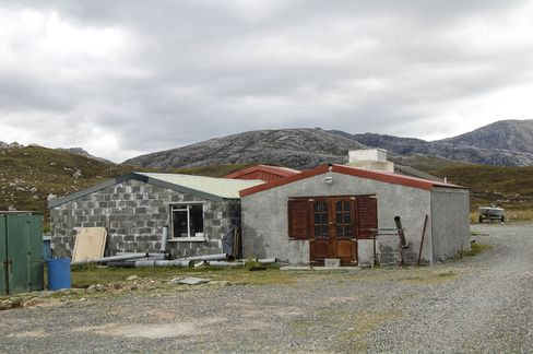 The unassuming huts that make up Abhainn Dearg.