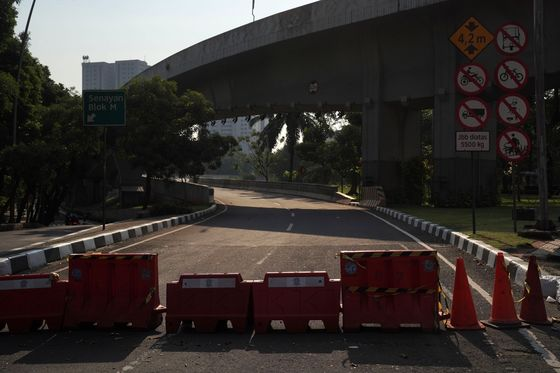 Jokowi Says Indonesians Are 'Screaming' for Curbs to be Gone