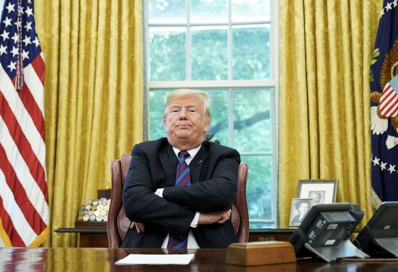 Trump Spoke With Putin About Mueller Report, Sanders Says