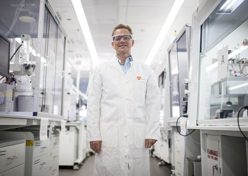 Scientist David Payne in the new lab at the GlaxoSmithKline facility in Collegeville, Pennsylvania, U.S., on Monday, September 12, 2016. Photographer: Eric Thayer/Bloomberg