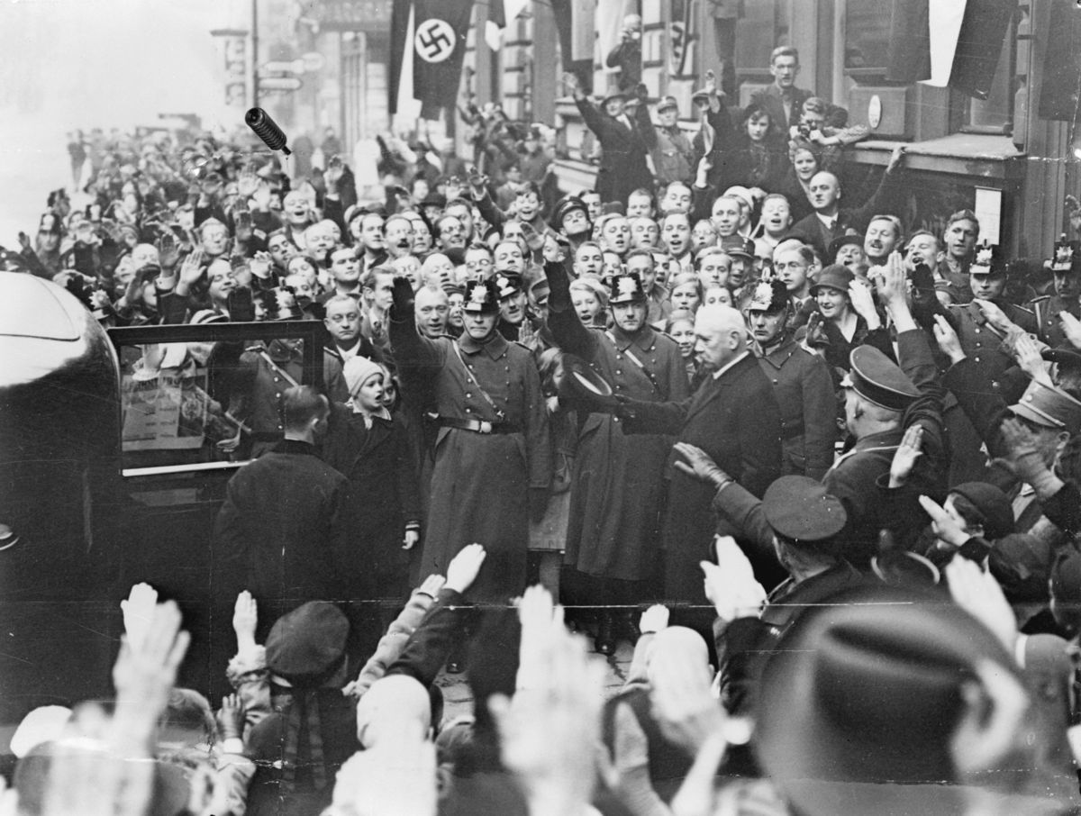 'Weimar America'? The Trump Show Is No Cabaret