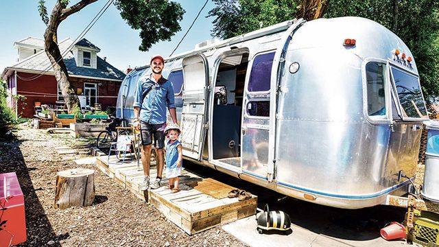 how america learned to love the airstream again bloomberg. Black Bedroom Furniture Sets. Home Design Ideas