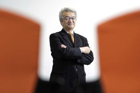 伊藤隆敏氏