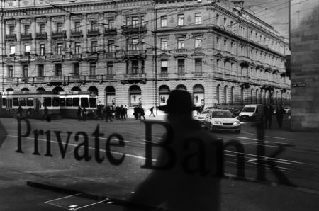 The window of a private bank atParadeplatz, in Zürich, the symbolic center of the Swiss banking industry.