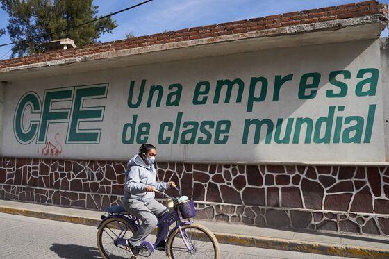 Split in Mexico OppositionOpens Door for AMLO's Power Bill Passage