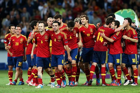 Spain's Soccer Team, a Champion for the Facebook Age