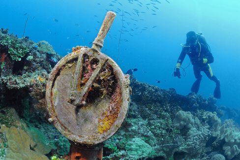 WWII remains at the Chuuk-Truuk Lagoon dive site in Micronesia