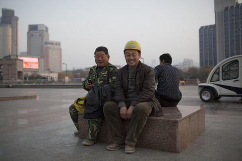 China Workforce Slide Robs Xi of Growth Engine Amid Slowdown