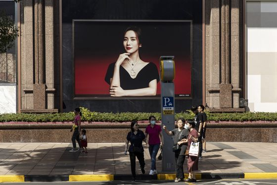 Staycationing Chinese Spend Less As Virus Concerns Linger