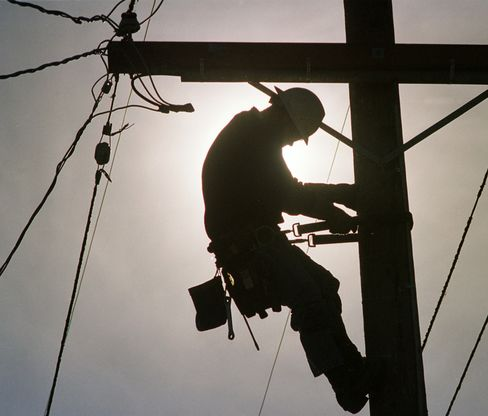 Lineman's Climb to High-Skill Career