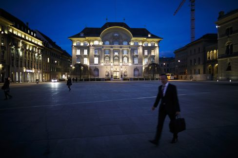 SNB Keeps Up Franc Defense as Euro-Area Crisis Risks Persist