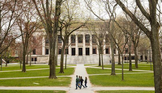 U.S. Reverses Student Visa Curbs After Harvard, MIT Fight