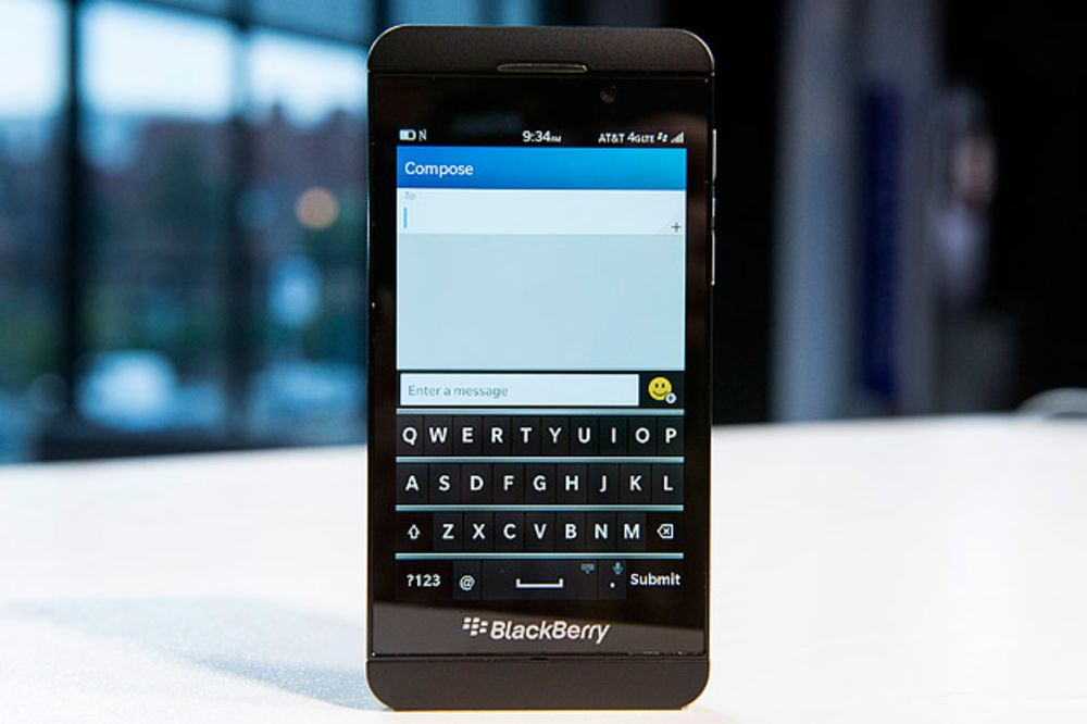 Two Days With BlackBerry's Z10: Some Likes, Dislikes - Bloomberg