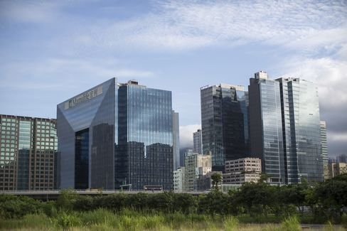 Hong Kong Office Shortage Spur Industrial-Building Makeovers