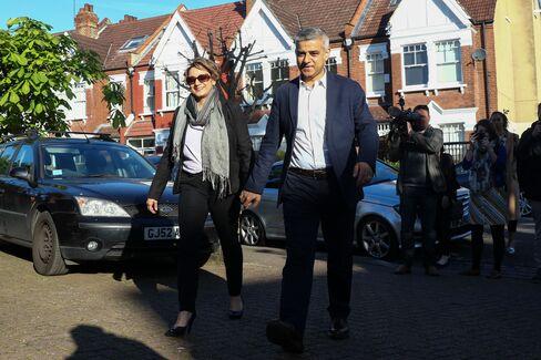 Sadiq Khan and wife Saadiya