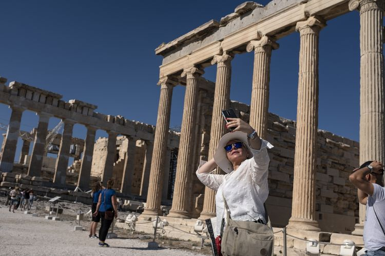 Greek Economy as Tourists Return