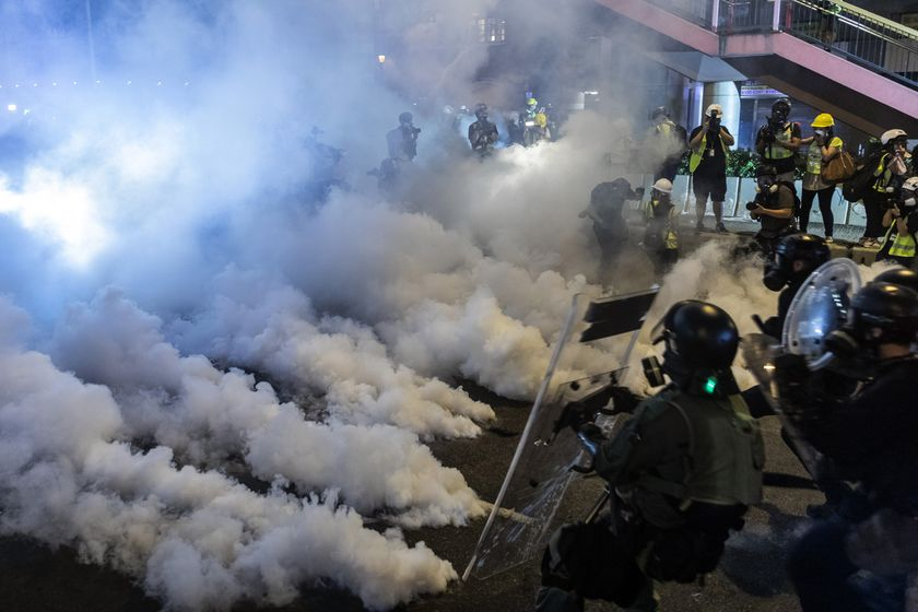 relates to 香港デモ、中国出先機関に直接抗議-一部デモ隊と警察が衝突