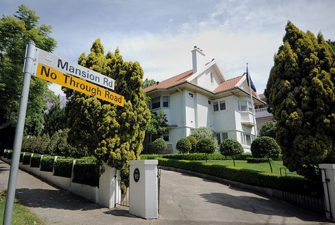 Billionaire Developer Walker Says Sydney Home Market 'Too Hot'