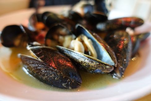 Mussels served at Rawduck.