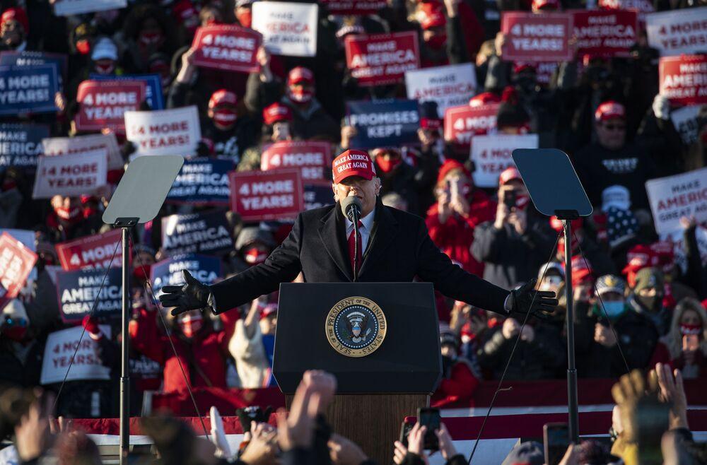 Trump Plans To Resume His Trademark Rallies In June Bloomberg