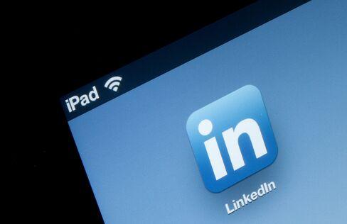 Job Recruiters Eschew Monster to Find Hidden Talent on LinkedIn