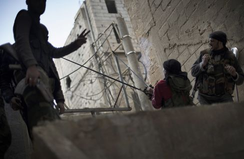 France, U.K. Push for EU to Lift Syria Arms Embargo, Aid Rebels