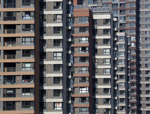 World's Worst Real Estate Bonds Targeted in Crunch