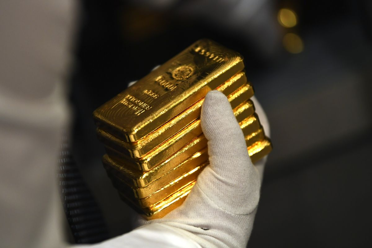 Gold Holds Near Five-Month High as Investors Weigh Fed Speak