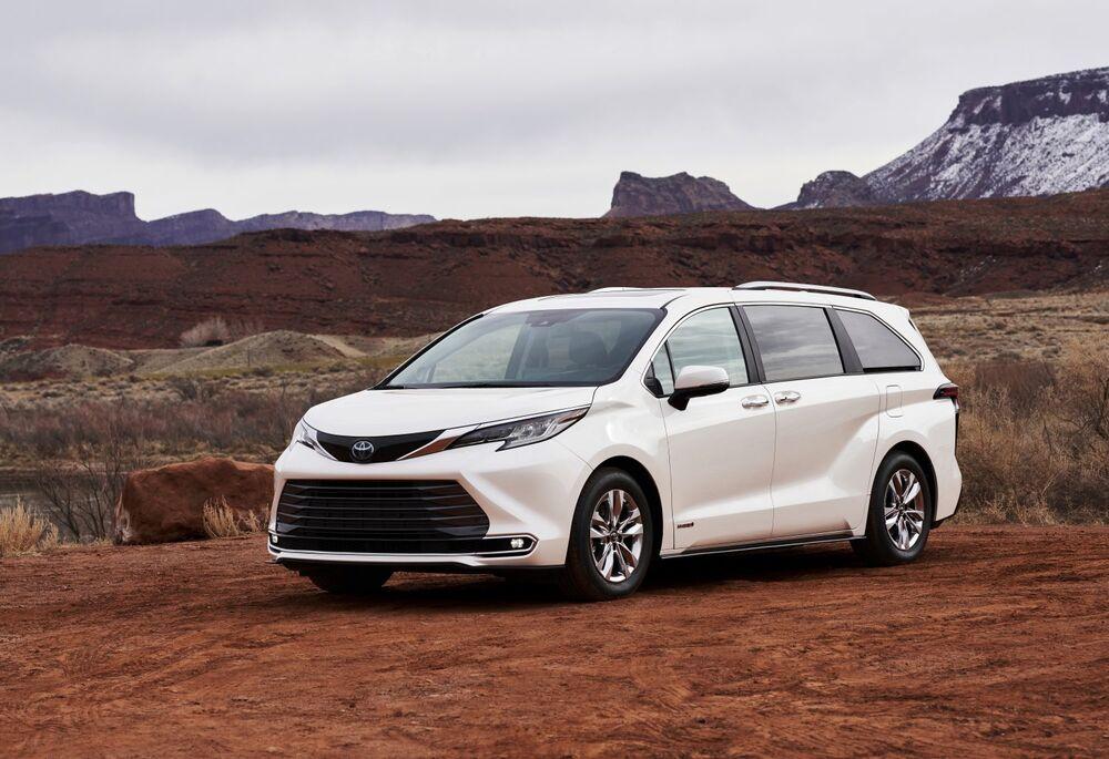 トヨタ、HVシフトが一段と鮮明に-北米向け新型車を発表 - Bloomberg