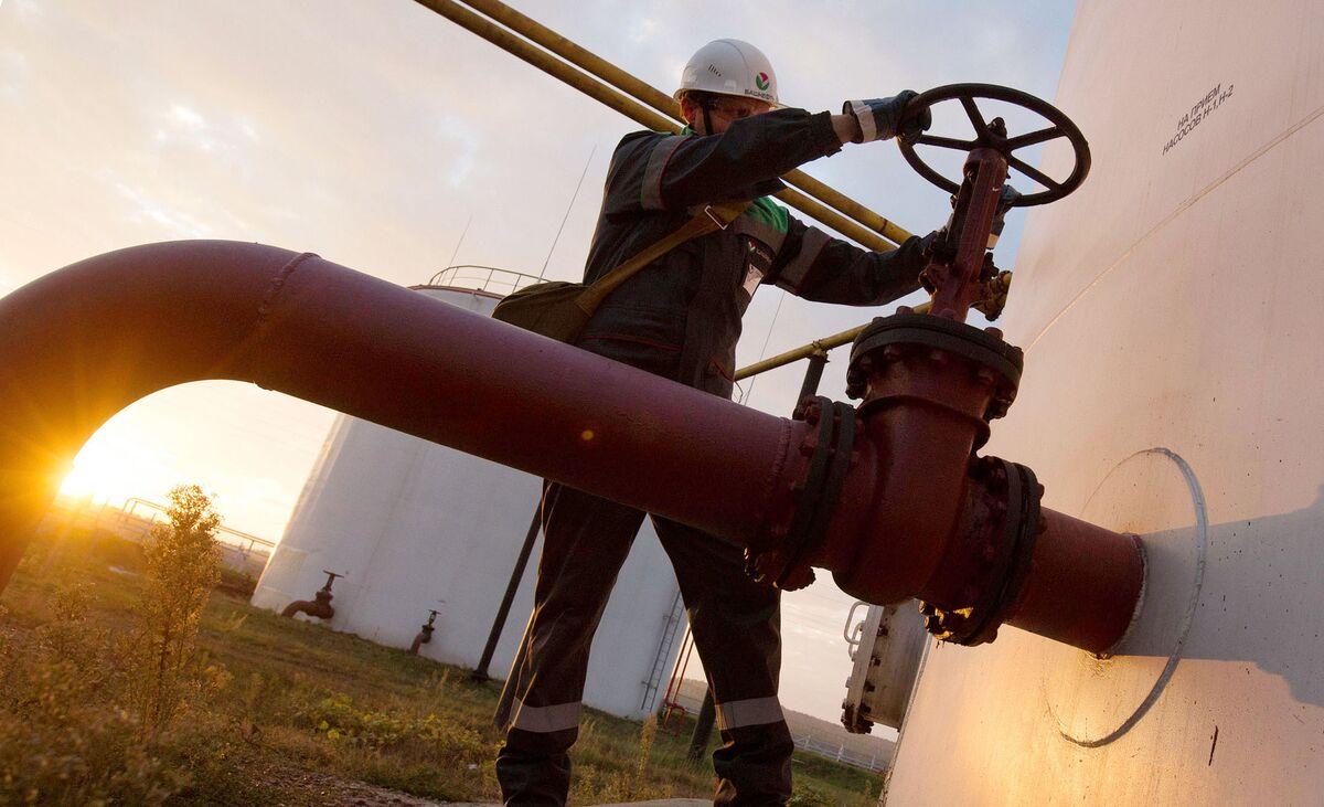 Oil Slump Hits Global Energy Stocks; Pound Slides: Markets Wrap