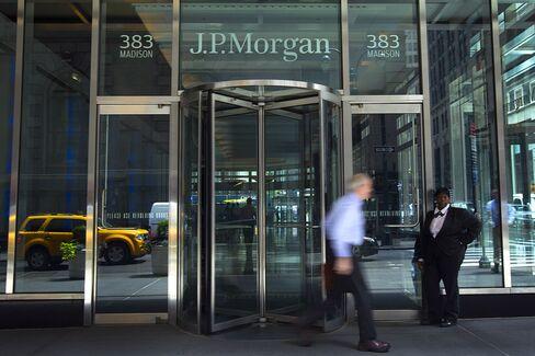 JPMorgan Bonuses May Drop, Bank Wraps Up Performance Reviews