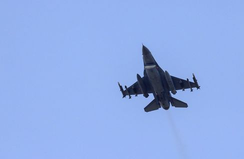 A missile-loaded Turkish Air Force warplane takes off from the Incirlik Air Base, in the outskirts of the city of Adana, southeastern Turkey, on July 28, 2015.