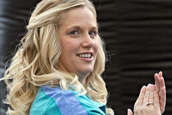 Buffett's Ex-Deputy Tracy Britt Cool Makes First Deal for New Venture