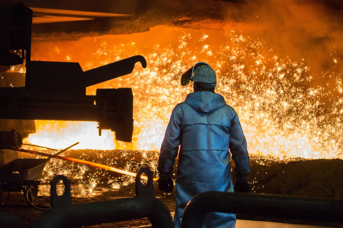 As Steelmaker Shuts Plant, Governor Points to Tariffs