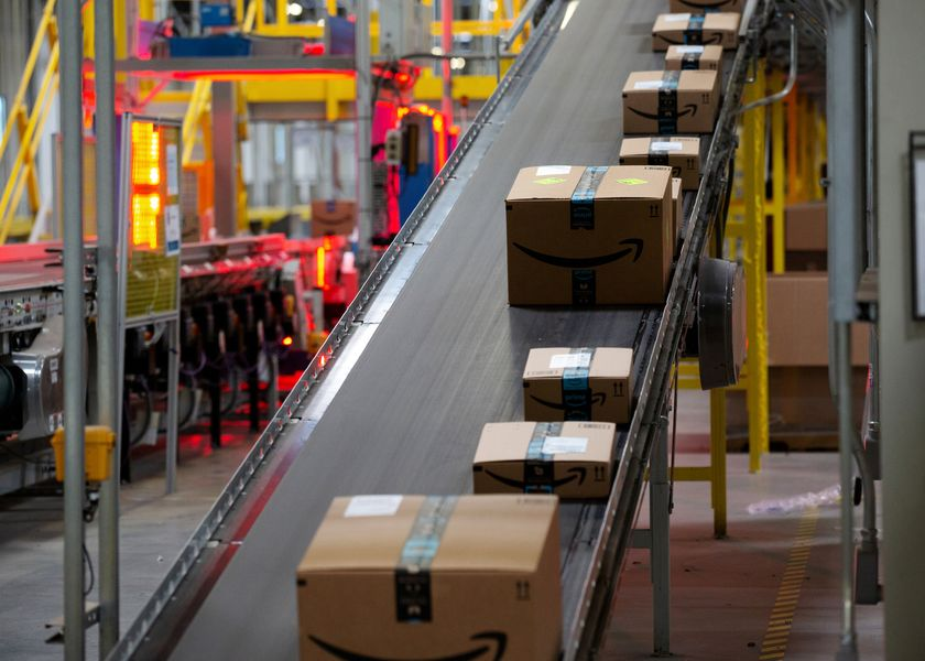 Amazon Closes on Apple in the $1 Trillion Stakes: Shira Ovide