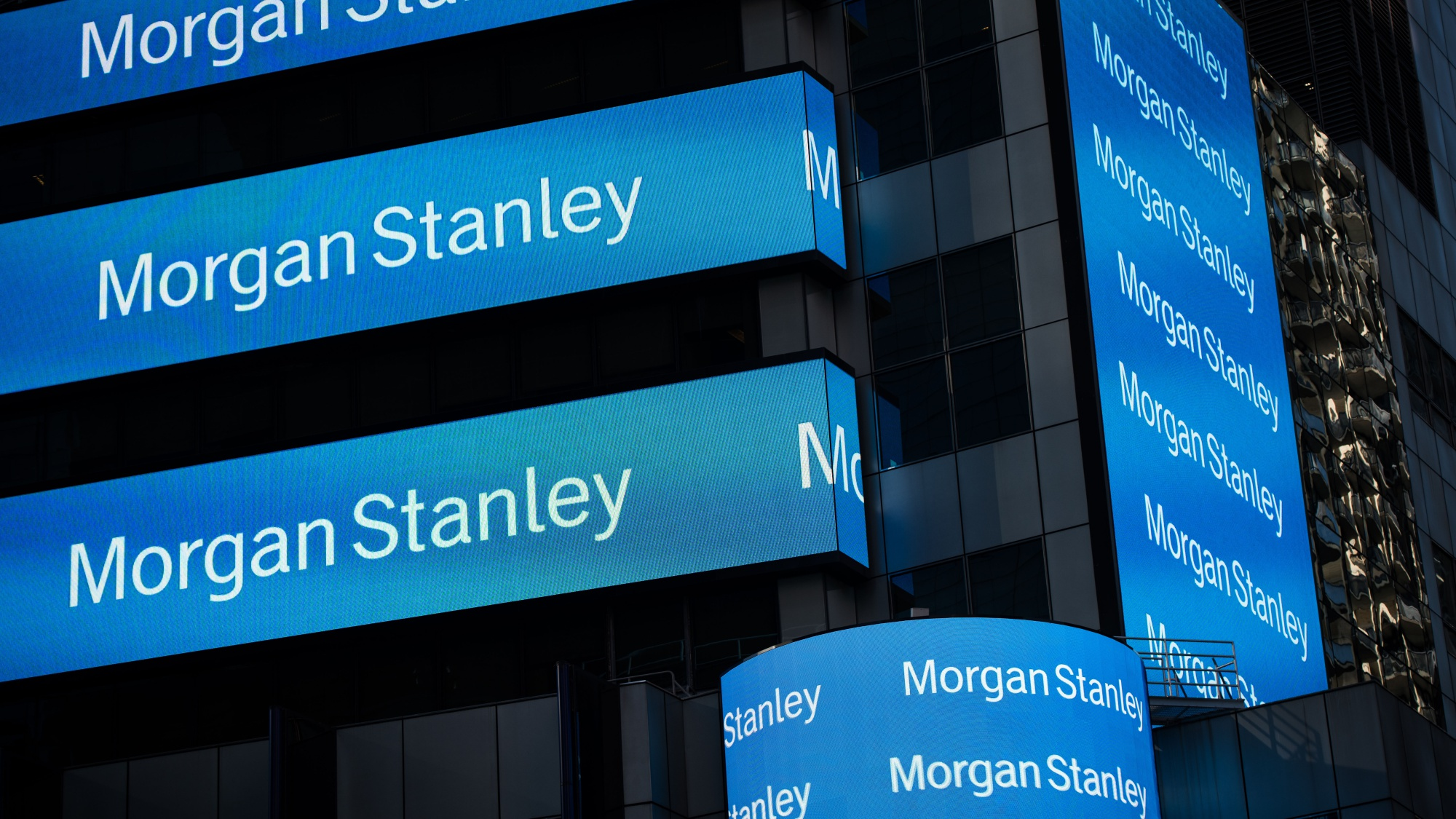 Morgan Stanley's Brokers, Traders Counter Dealmaking Decline