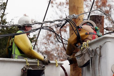 Hurricane Sandy Shows Utility Aid Lacking for Next Storm