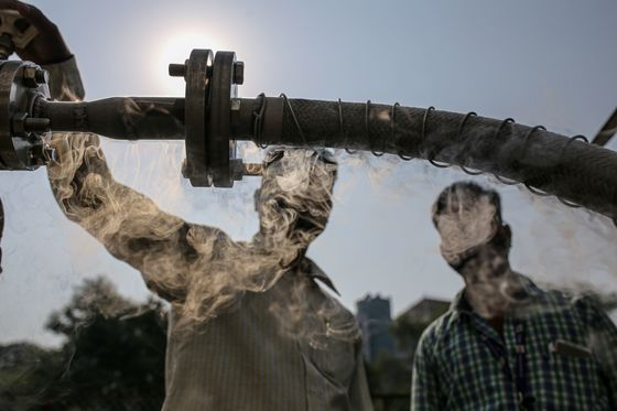 Oxygen Shortage in India Sparks Hunt for $1,000 Machines