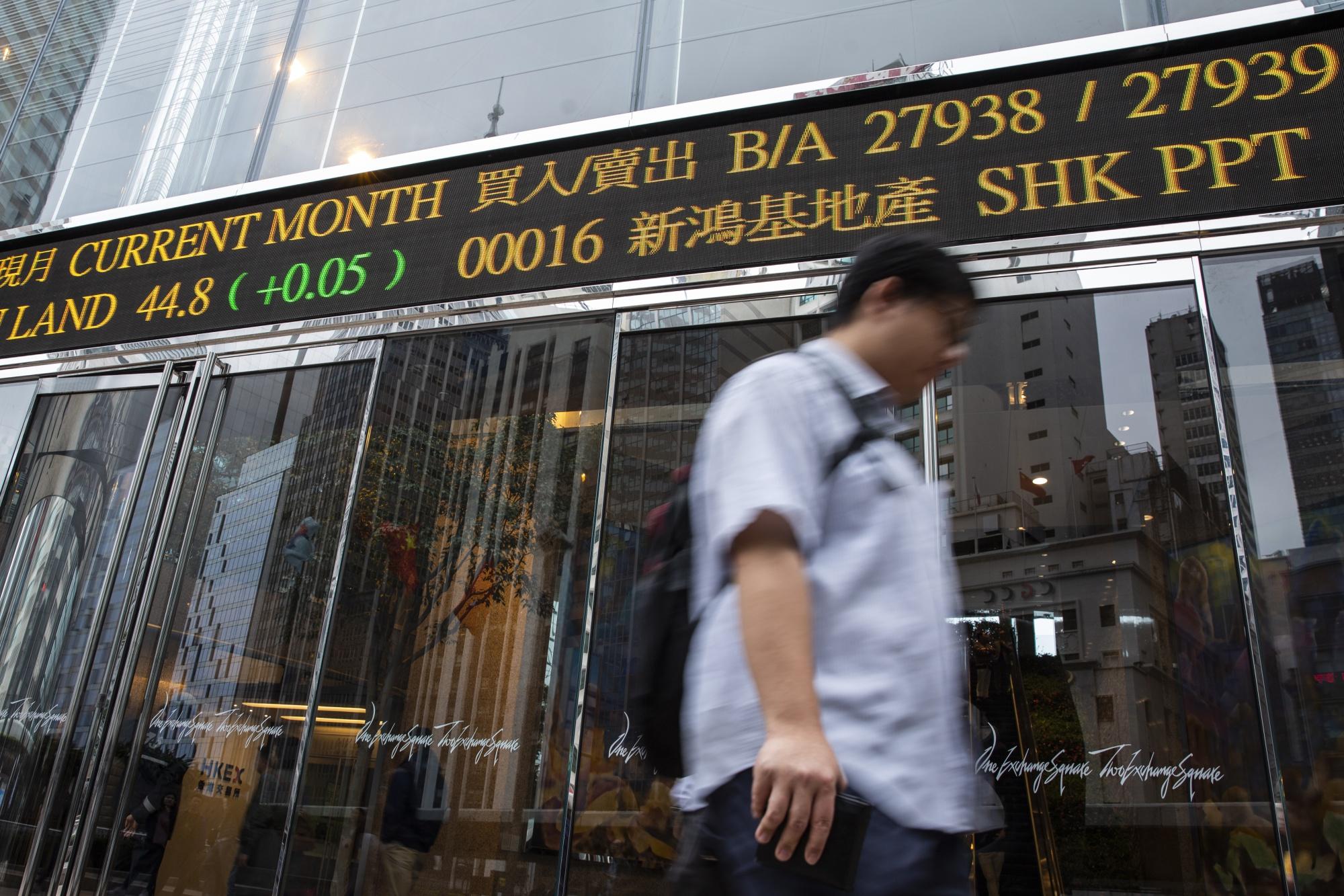 China Traders Still Like Hong Kong Shares, Buying for 32nd