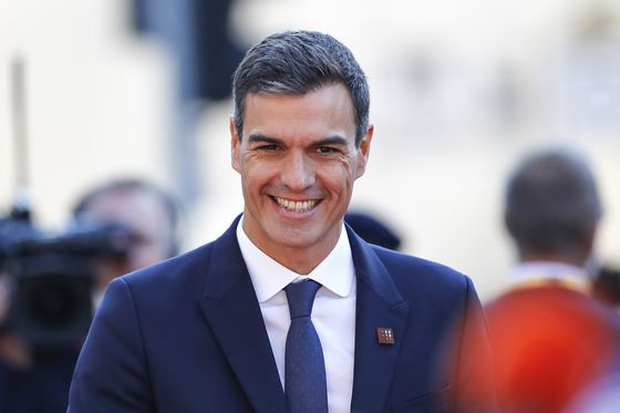 Spanish Socialists Open 10-Point Lead in Key Opinion Poll