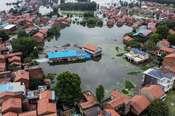 China Braces for New Floods as Yangtze Water Level Hits Record