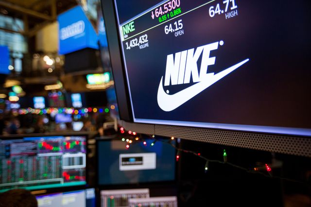 Nike lifts S&P and Dow, chip stocks weigh on Nasdaq