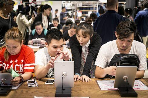 Uniqlo Shanghai Flagship Store Opens