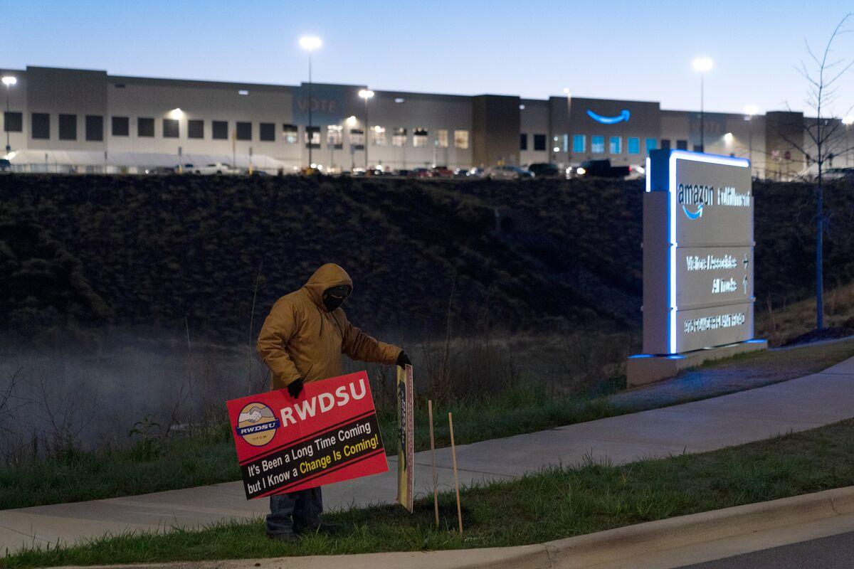 Amazon Hearing Starts With Union Aiming to Overturn Alabama Vote thumbnail
