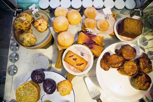 Big, unfussy, superfresh pastries.