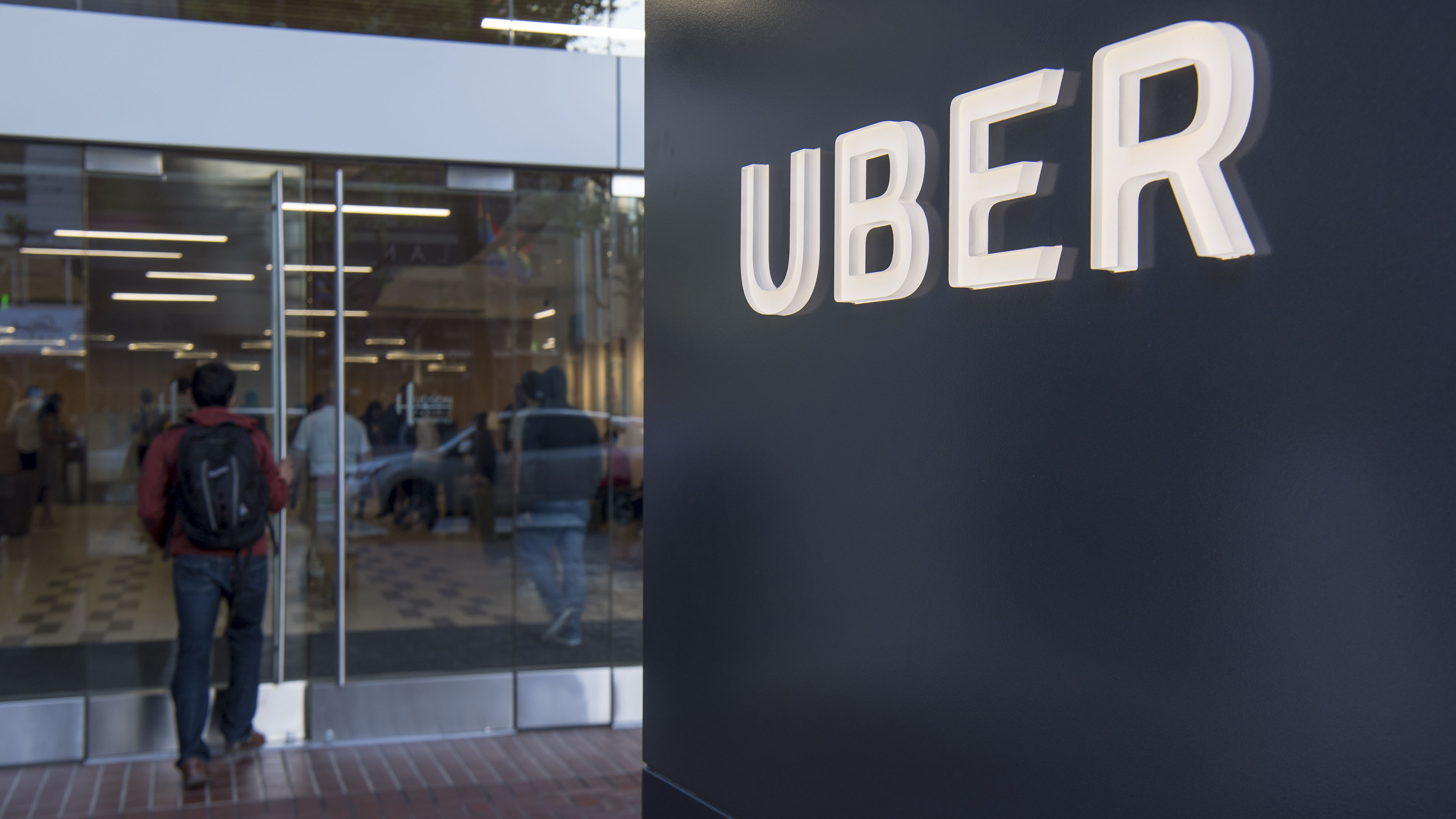 Uber Paid Hackers to Delete Stolen Data on 57 Million People - Bloomberg