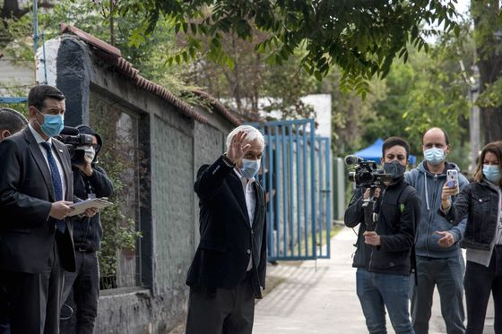 Chileans Raid Retirement Cash, Yanking Billions of Dollars